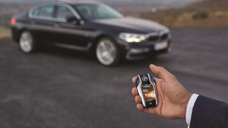 BMW 5 : Ψάχνει και για πάρκινγκ!