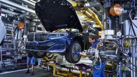 Γκαζώνουν οι πωλήσεις ηλεκτρικών της BMW