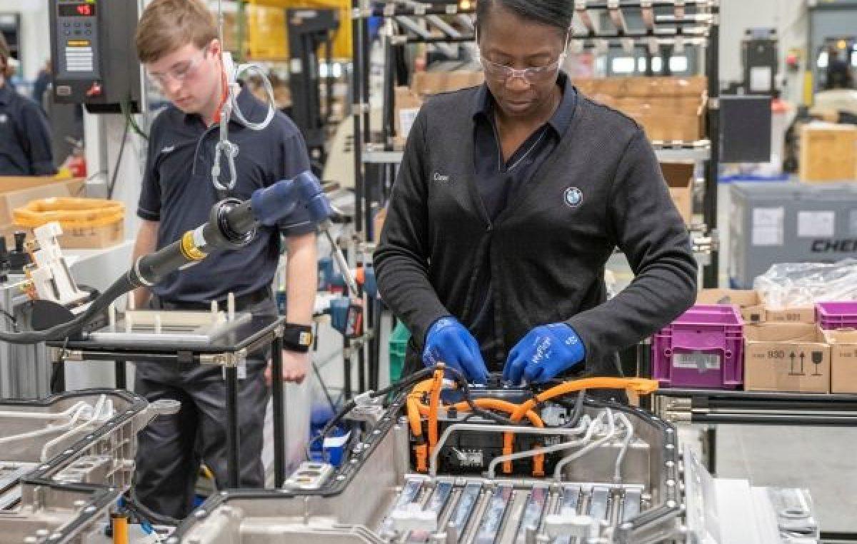 BMW: Το εργοστάσιο που διπλασίασε την παραγωγική δυναμικότητα στις μπαταρίες