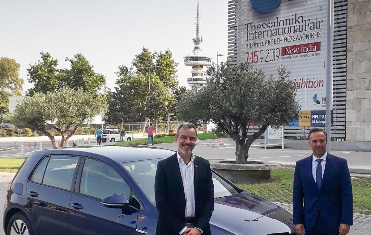 O δήμαρχος Θεσσαλονίκης με ηλεκτρικό VW e-Golf