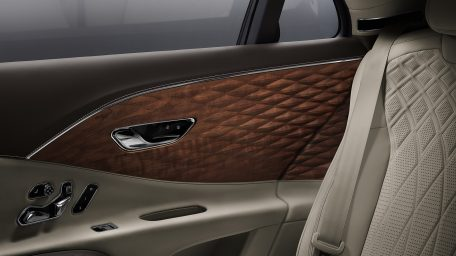 To σπάνιο ξύλο που χρησιμοποιείται για πρώτη φορά στις Bentley