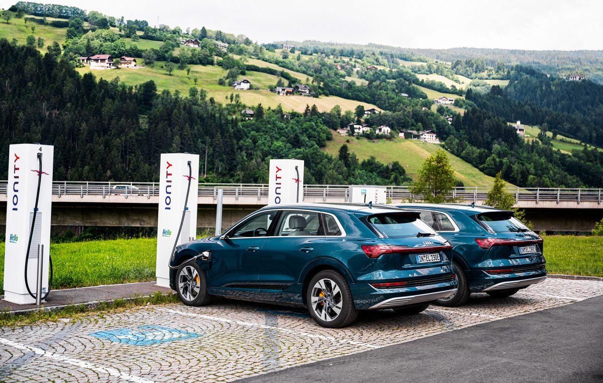 Το Audi e-tron φορτίζει χωρίς τον κίνδυνο blackout στο δίκτυο