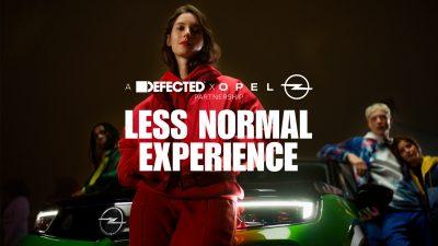 """Η καμπάνια λανσαρίσματος με το διαφημιστικό μήνυμα """"Less normal. More Mokka."""""""